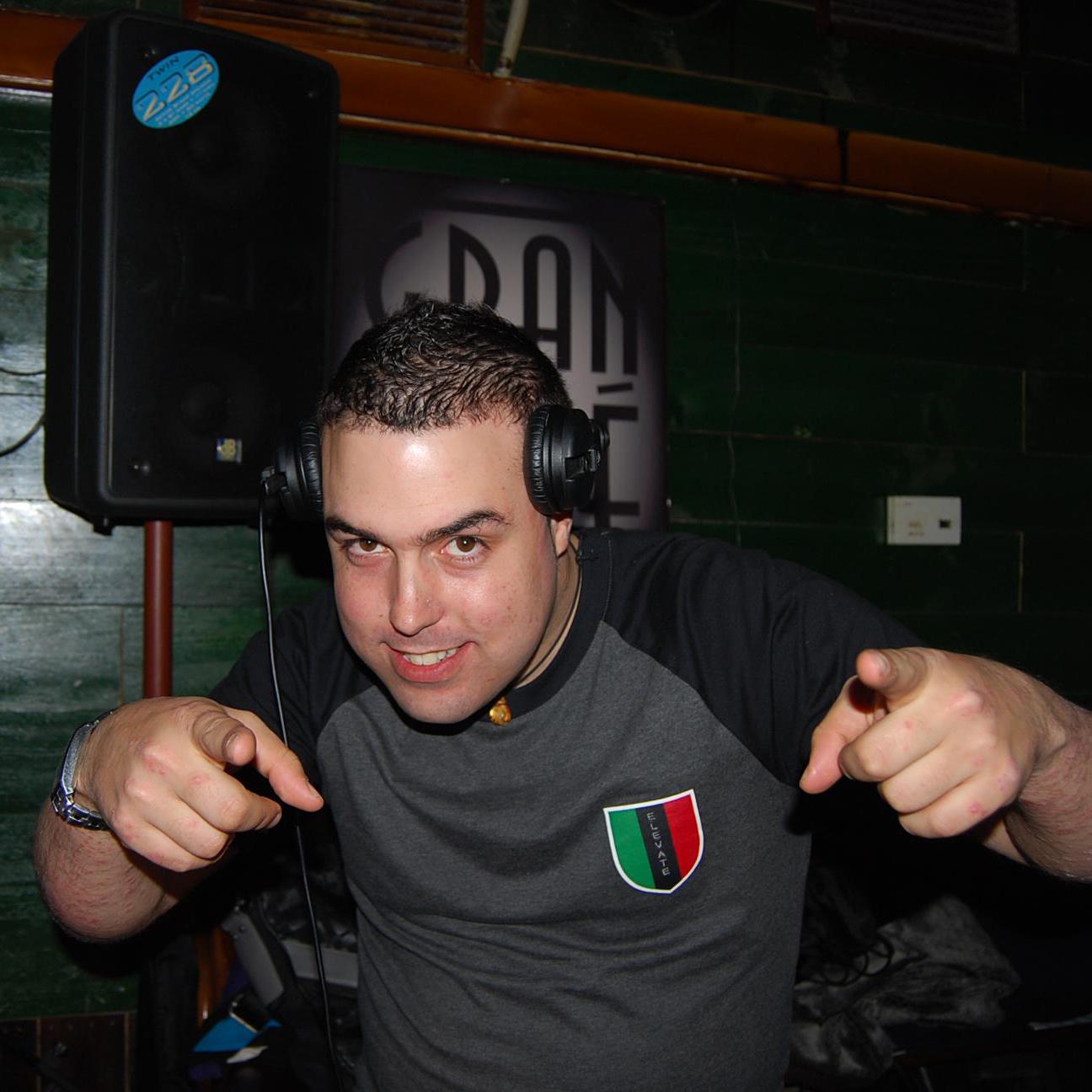 Víctor de la Cruz. In 2 The Room